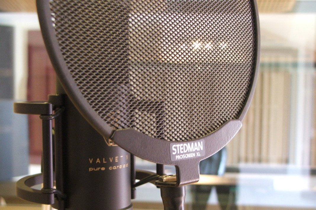 Voice over showreel professional microphone